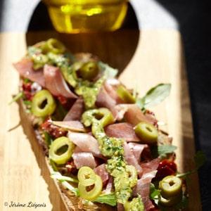 tartine pesto tomates confites huile d'olive