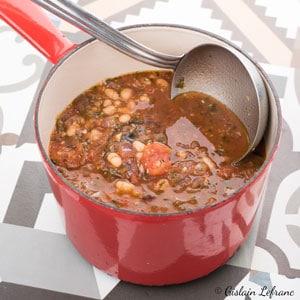 Soupe toscane aux haricots blancs et à la tomate