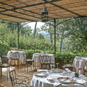 relais-moines-sebastien-sanjou-terrasse-huiles-olives