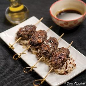 Brochettes japonaises poulet olives noires