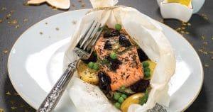 Papillote de saumon aux légumes et olives noires