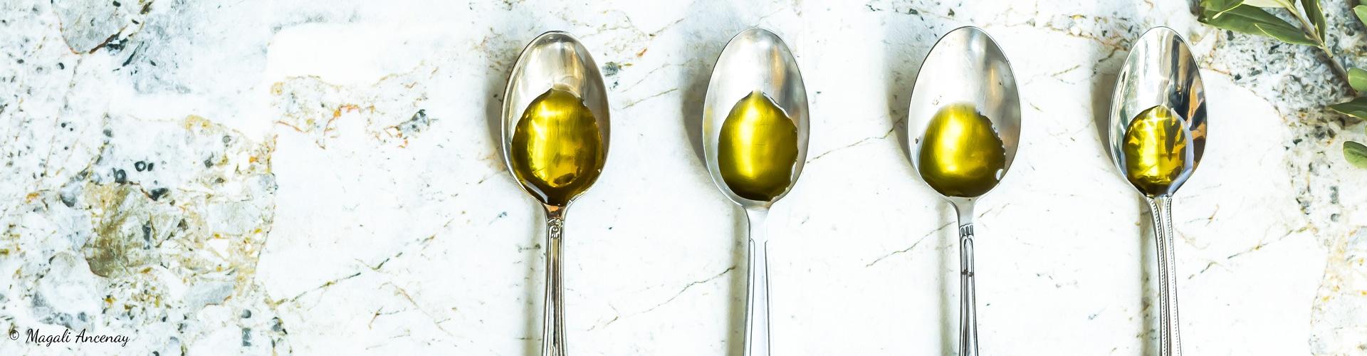 gouts-des-huiles-olive-subtil-intense-ancienne-fruite-vert-mur-degustation-france