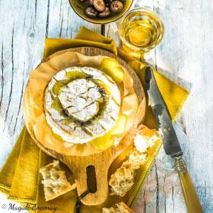 Recette camembert rôti aux olives - huile d'olive goût à l'ancienne barbecue