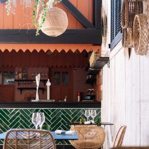 Terrasse restaurant la maison de petit pierre - pierre augé - béziers - portrait de chef