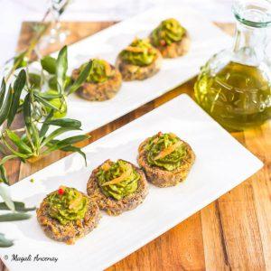 Sablés parmesan olives guacamole truite fumée